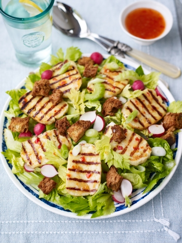 Sweet chilli halloumi salad